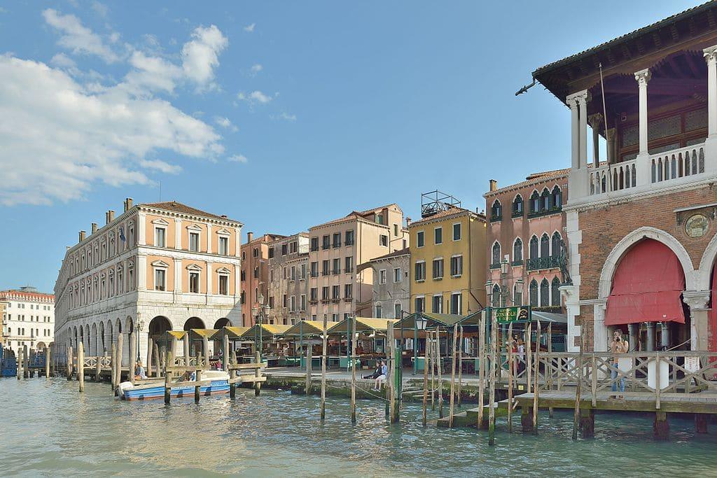 Campo della Pescaria le long du Grand Canal dans le quartier de San Polo à Venise - Photo de Wolfgang Moroder