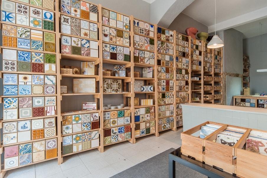 Boutique Cortiço & Netos à Lisbonne spécialisé dans les azulejos.