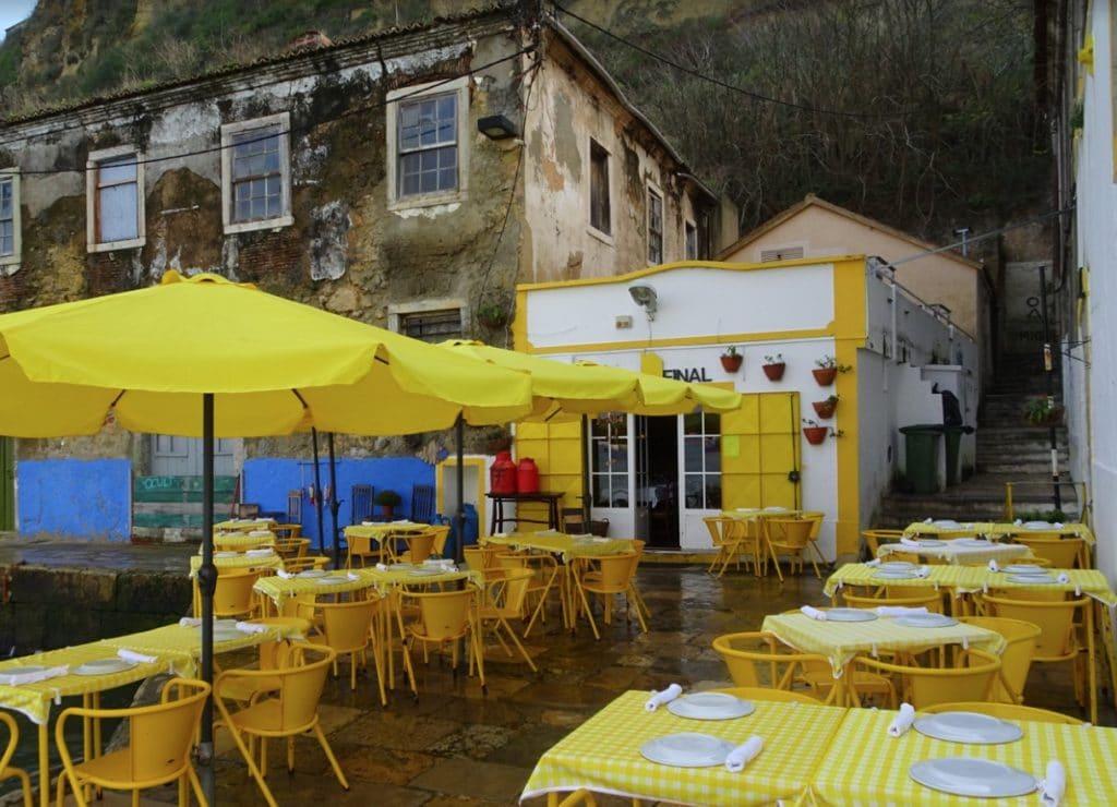 Restaurant Ponto Final à Almada sur la rive sud de Lisbonne toujours au bord de l'eau. Photo M Java