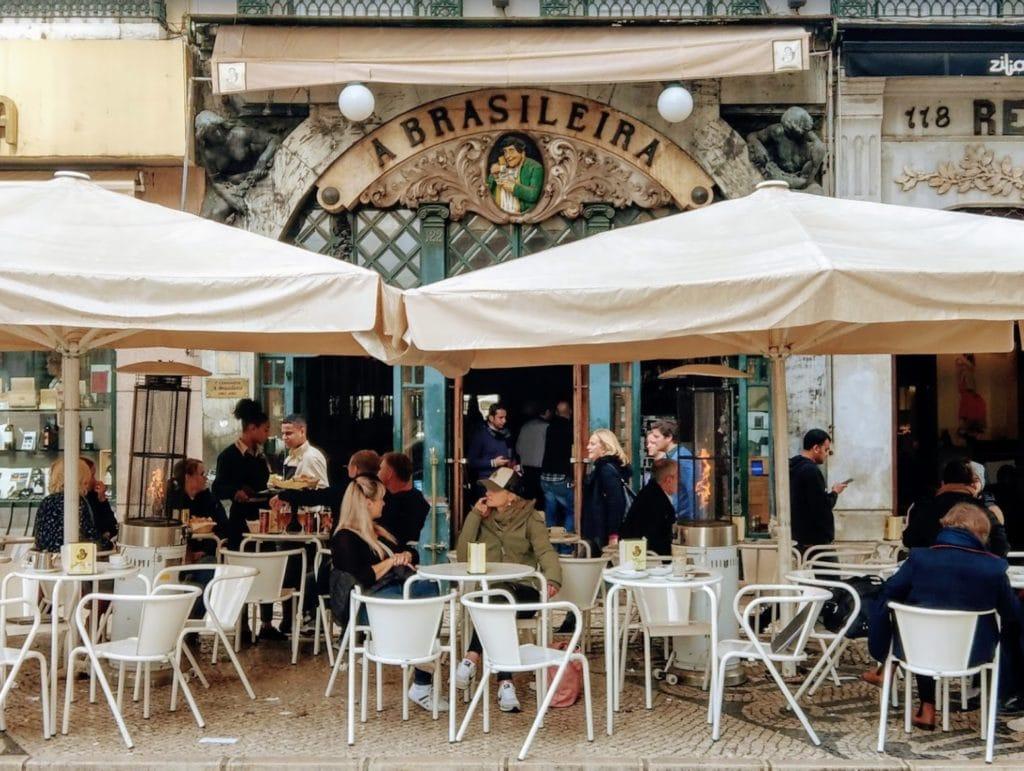 Café A Brasileira, café historique de Lisbonne et lieu d'observation de Pessoa.