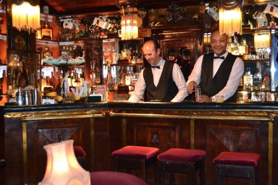 Un bar élégant et cosy excentré au nord-ouest de Lisbonne.