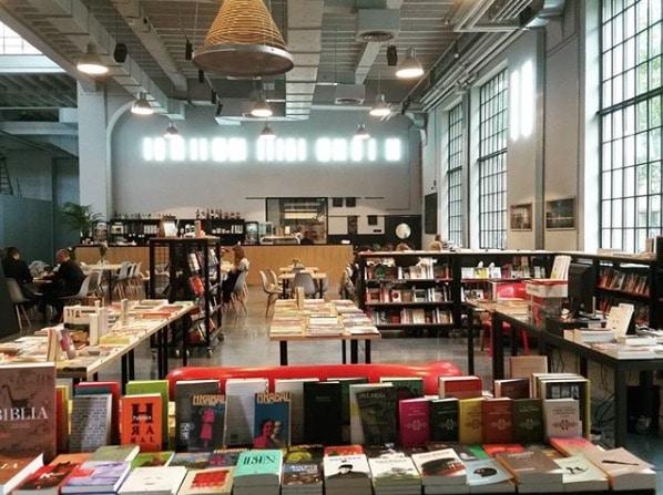Librairie Czuly Barbarzynca à Varsovie.