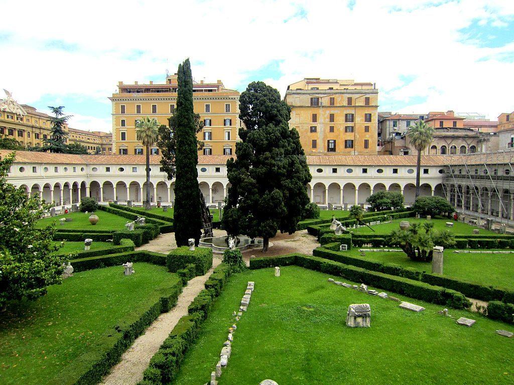 Antiquité : Cloitre de Michel Ange au Musée des Thermes de Dioclétien à Rome - Photo Pietro Scerrato
