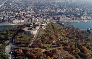 Quartier du mont Gellert à Budapest : Citadelle, vue panoramique et bains