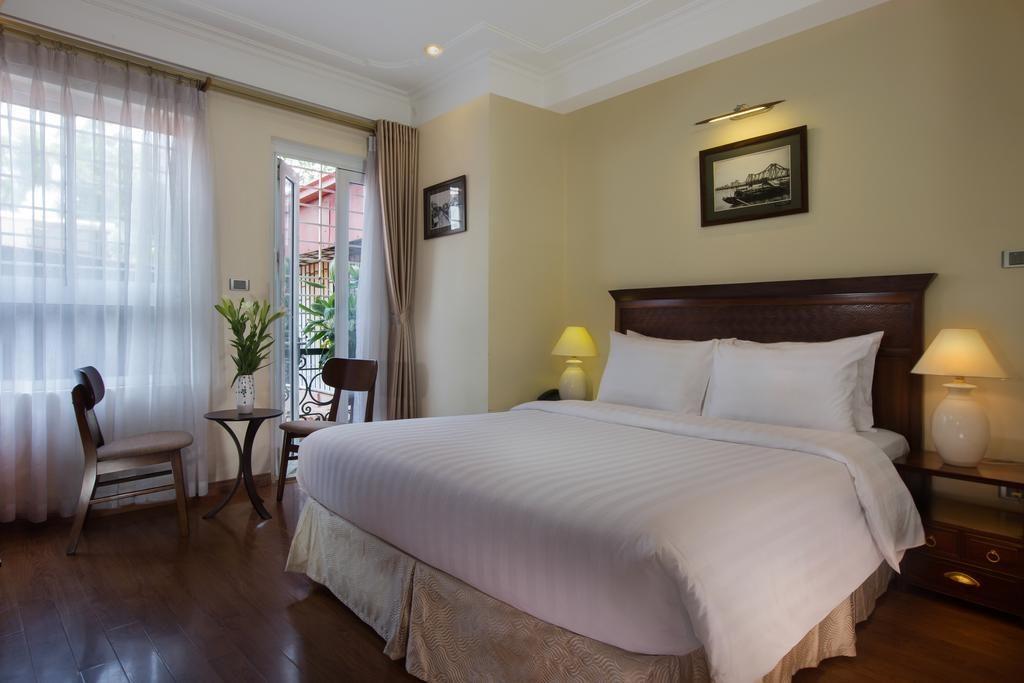 Classic Street Hotel à Hanoi : Les chambres sont décorées dans un style moderne avec de charmantes photographies du Vieux Vietnam.