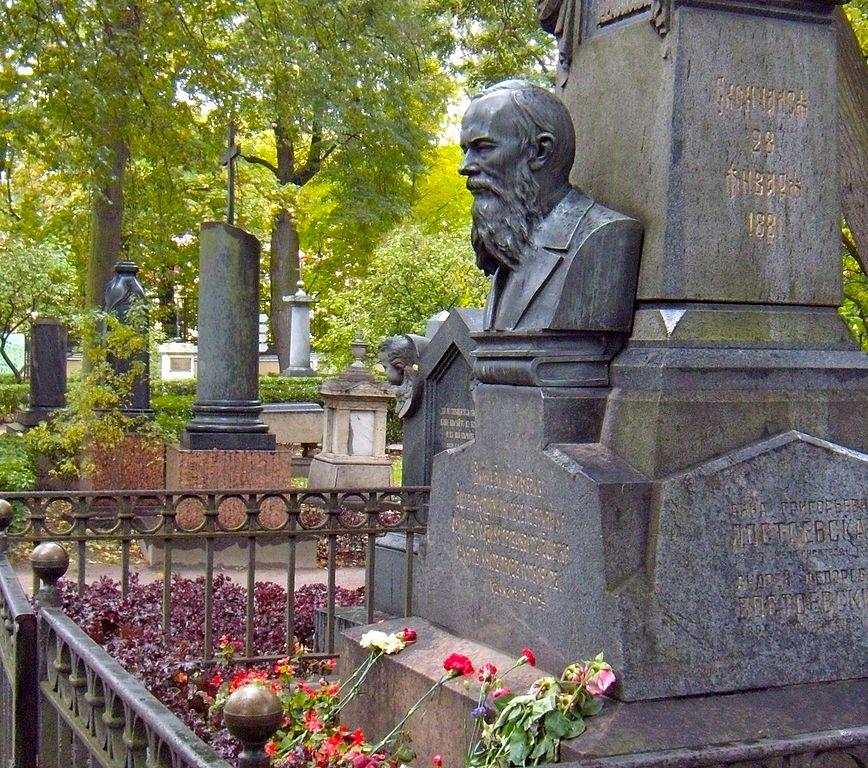 Tombe de Dostoevsky au cimetière Tikhvine à Saint Petersbourg - Photo de JarrahTree