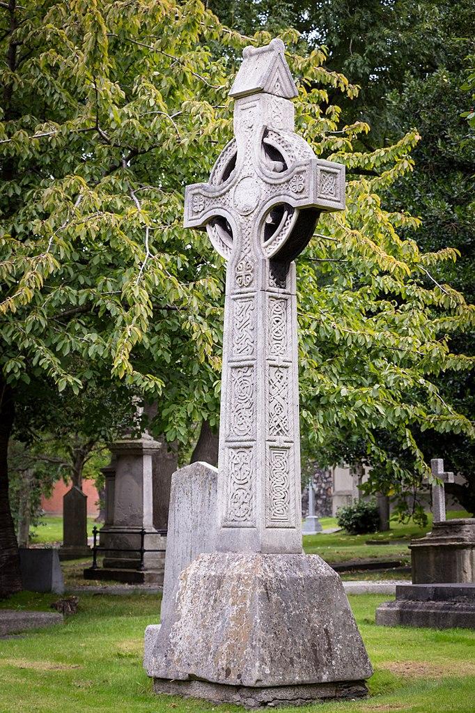 Croix celtique dans le cimetière autour de la Cathédrale Saint Patrick à Dublin - Photo de Rafesmar