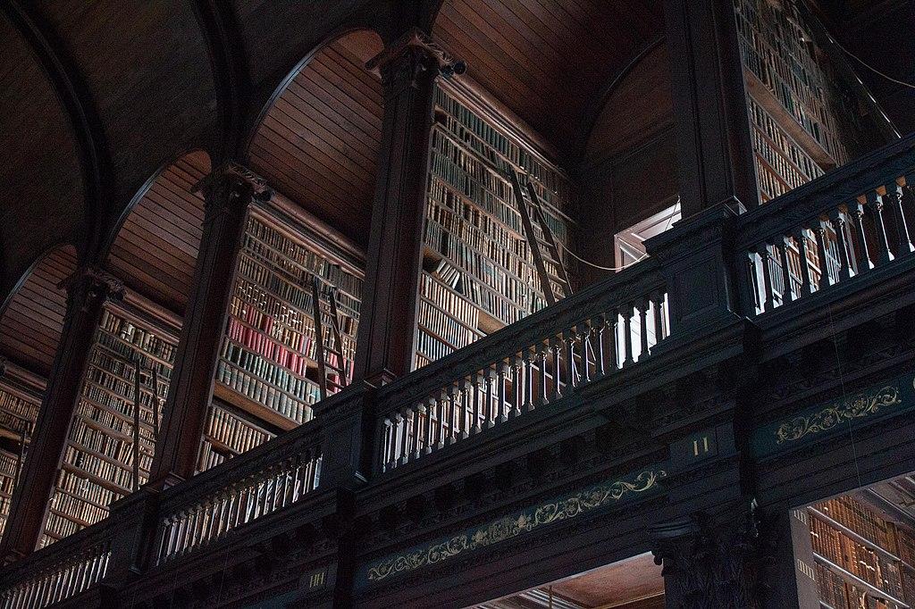 Dans la bibliothèque de l'université du Trinity College à Dublin - Photo d'Addam Hardy