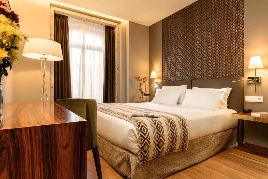 Chambre confortable et chaleureuse de l'hôtel Exe Almada à Porto.