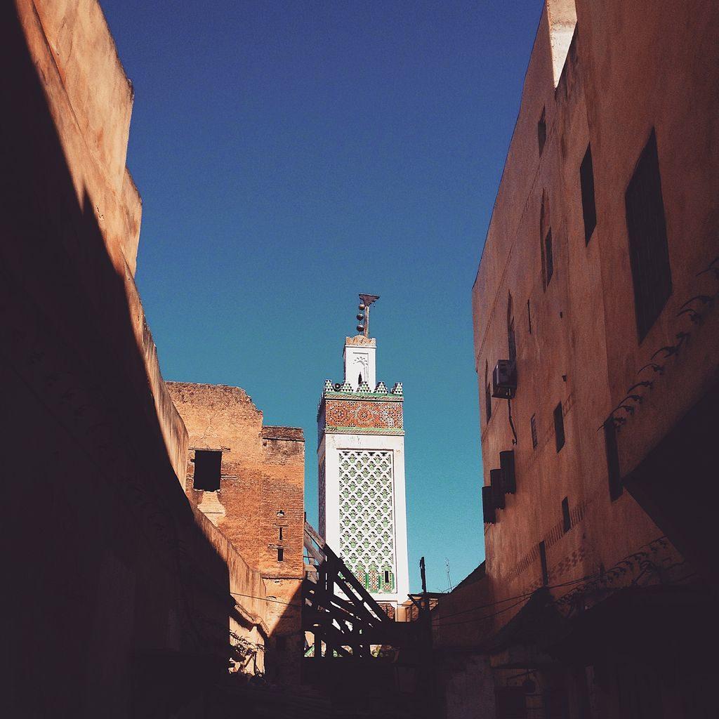 Vue sur une mosquée de la Médina de Fès - Photo de Noor Dar