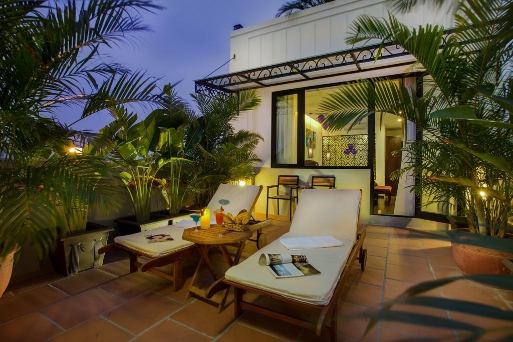Détente et cocktail sur le toit du Hanoi Marvellous Hotel & Spa.