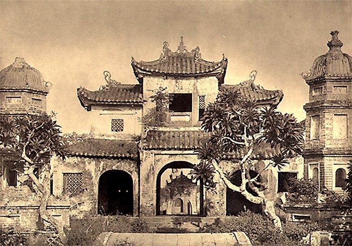 > Pagode Chua Bao An d'Hanoi détruite pour construire la cathédrale Saint Joseph.