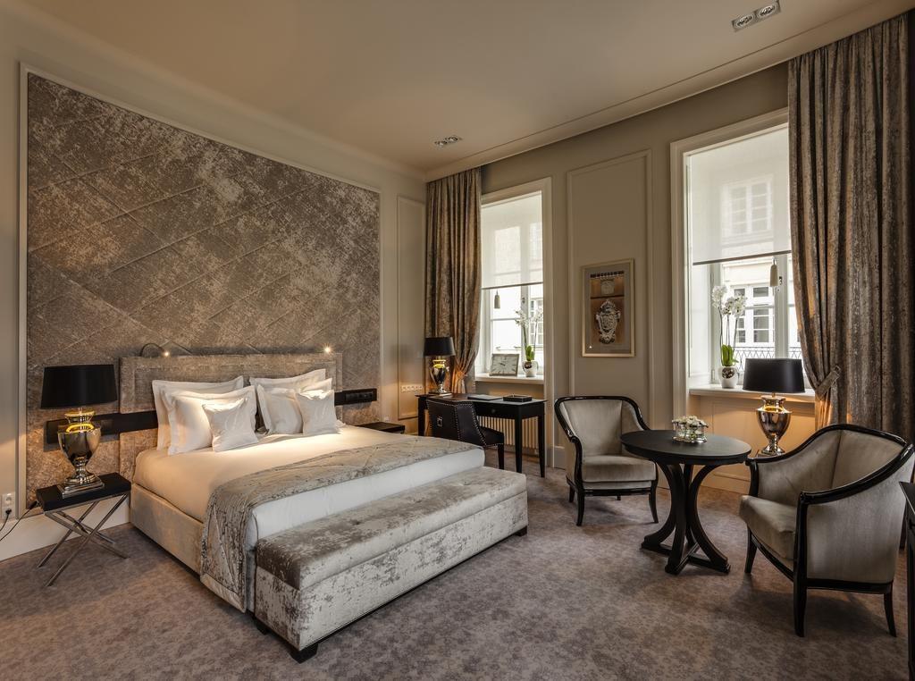 L'élégance d'une chambre de l'Hotel Bellotto à Varsovie.