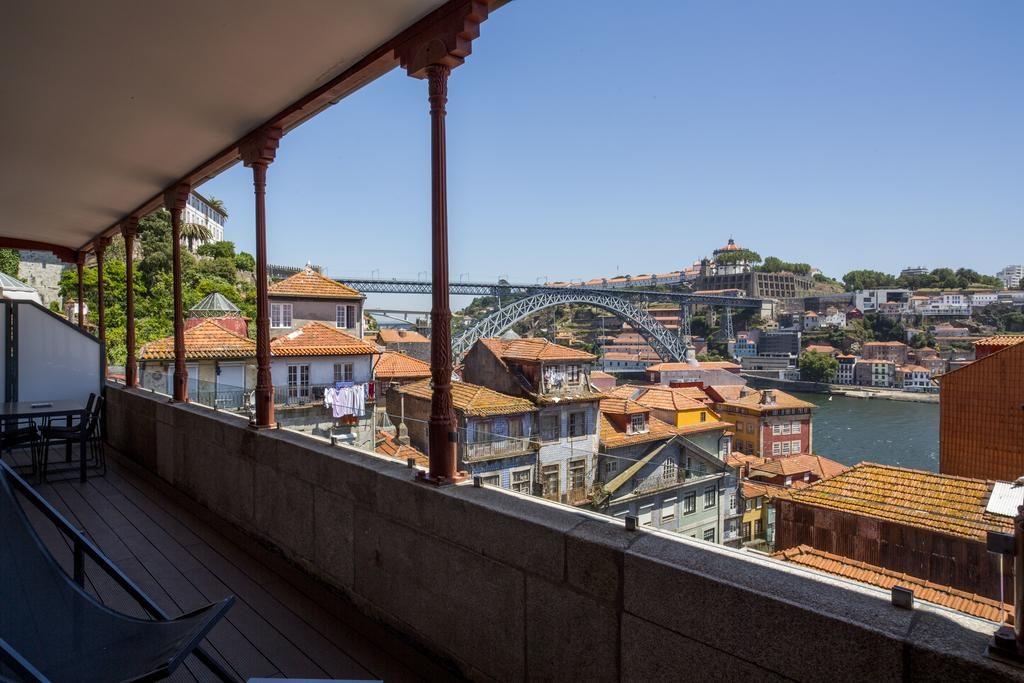 Vue spectaculaire depuis l'Hotel Carris Porto Ribeira en plein centre de la Vieille Ville.