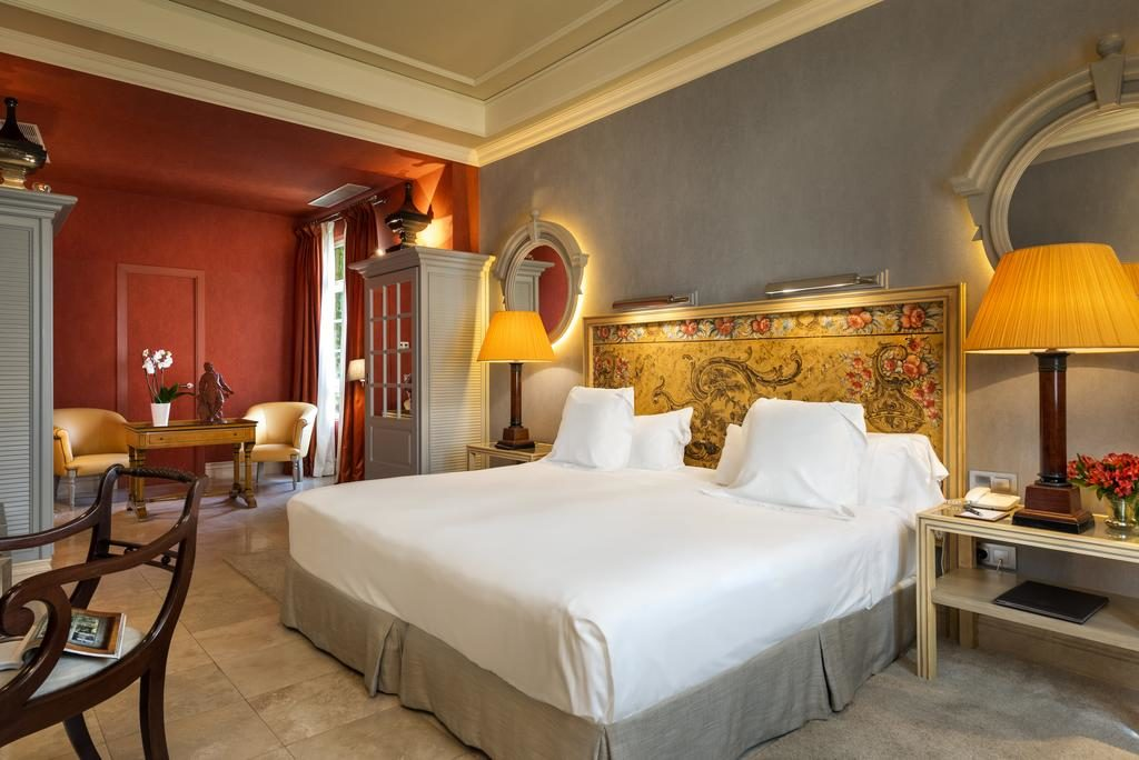 Raffinement et charme dans l'Hôtel Casa Del Poeta à Séville.