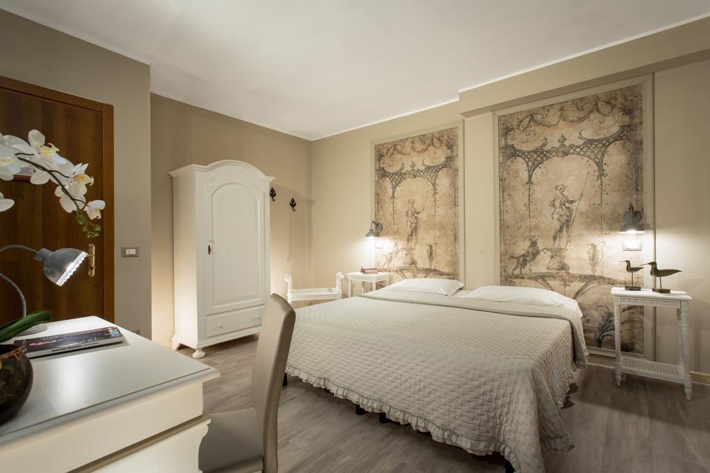 Chambre de l'Hôtel Del Borgo à Bologne.