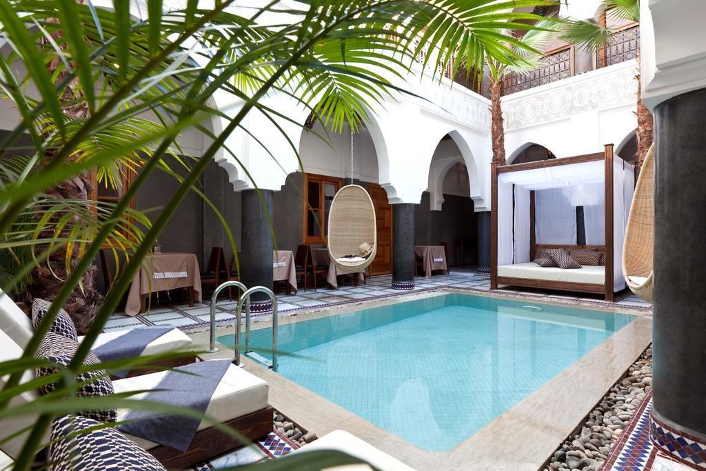 Piscine dans le cour intérieure de l'Hotel & Spa Riad El Walaa à Marrakech.