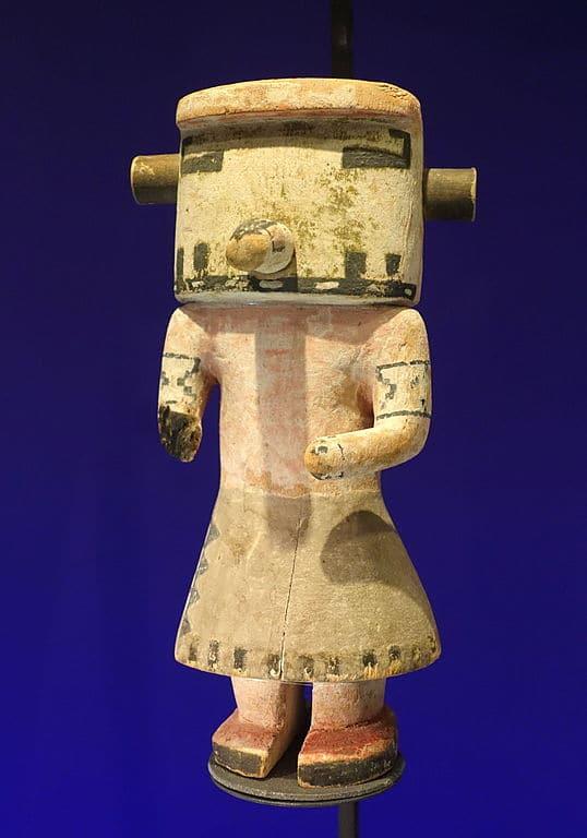 Kachina poupée Hopi au musée ethnographique :Etnografiska museet de Stockholm.