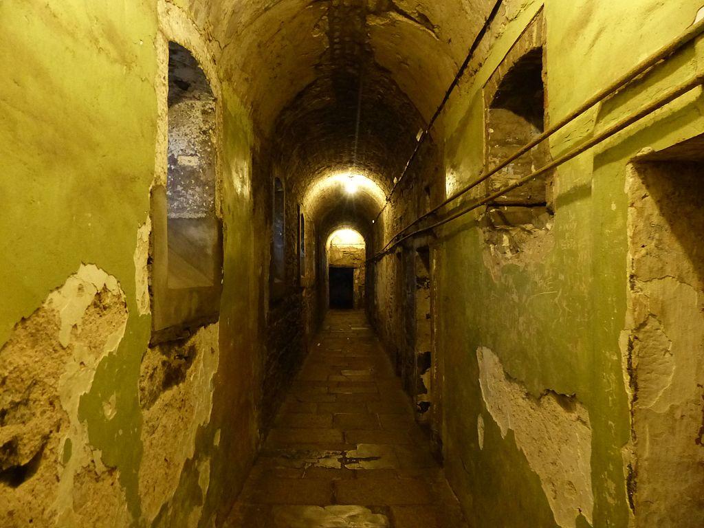 Dans un couloir de la Kilmainham Gaol, tristement célèbre prison à Dublin - Photo de Benjamín Núñez González