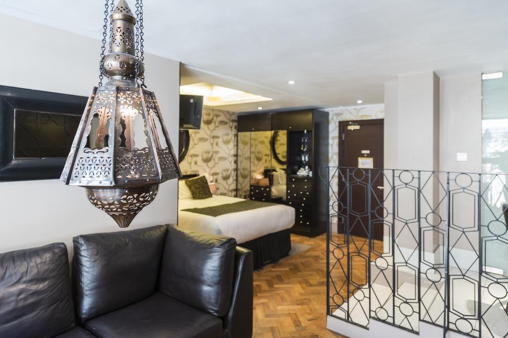 """Dans la chambre Casablanca de l'hôtel """"Le Monde Hotel"""" à Edimbourg."""