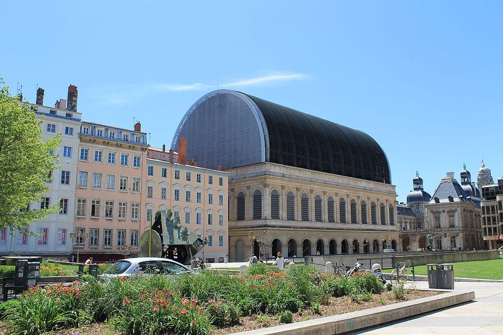 Opéra de Lyon dans le quartier des Terreaux. Photo de Patrick Nouhailler
