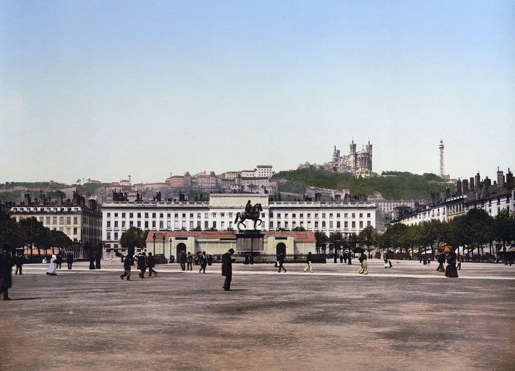 Place Bellecour à Lyon en 1900.