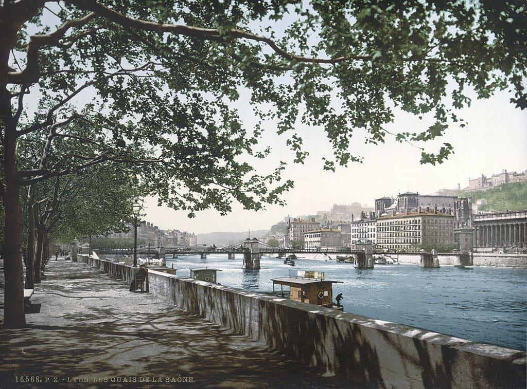 Quai Saint Antoine sur les berges de la Saône à Lyon en 1900.