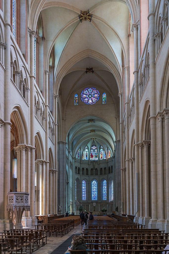 La nef de la Cathédrale de Saint Jean dans le Vieux Lyon - Photo de Jean Christophe Benoist