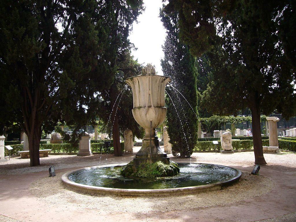Antiquité : Fontaine au Musée des Thermes de Dioclétien à Rome.