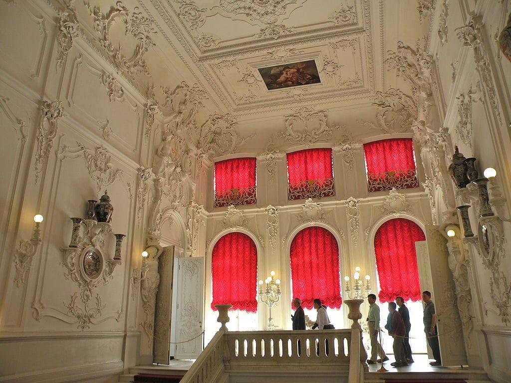 Escalier principal du palais Catherine près de Saint Petersbourg. Photo de Chatsam