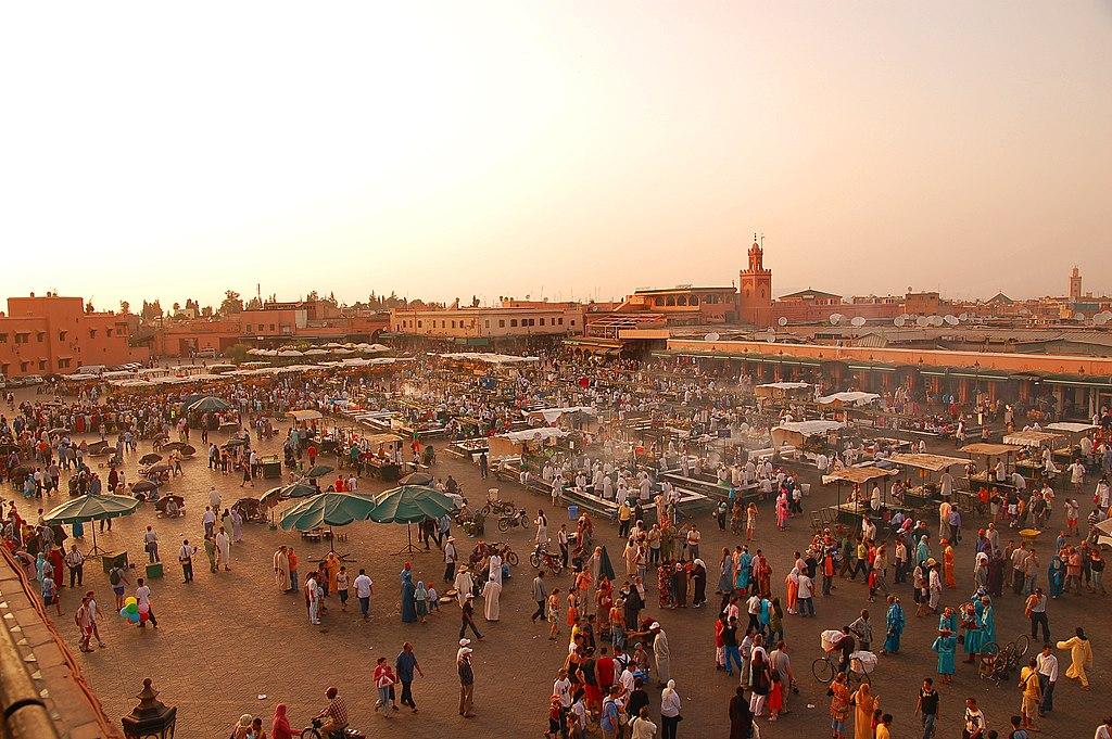 Vue panoramique sur la place Jemaa el Fna à Marrakech - Photo de Luc Viatour