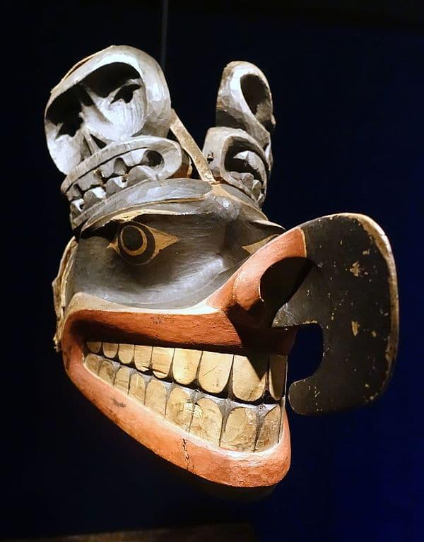 Masque du Nord ouest américain au musée ethnographique :Etnografiska museet de Stockholm.