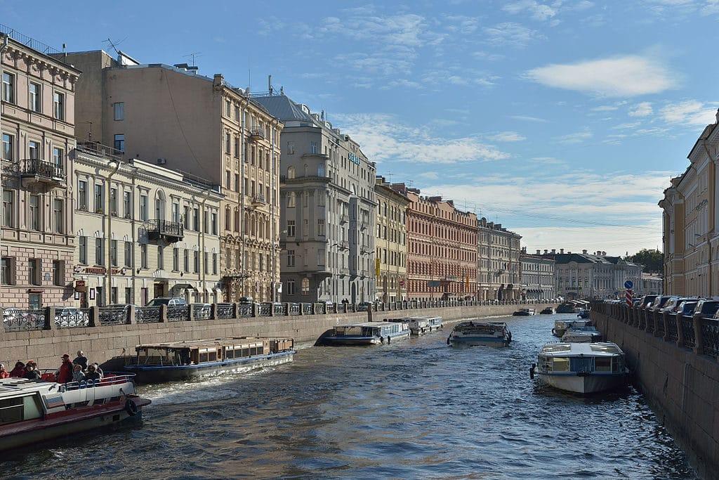Rivière Moyka depuis le pont Pevchesky à Saint Petersbourg - Photo Wolfgang Moroder