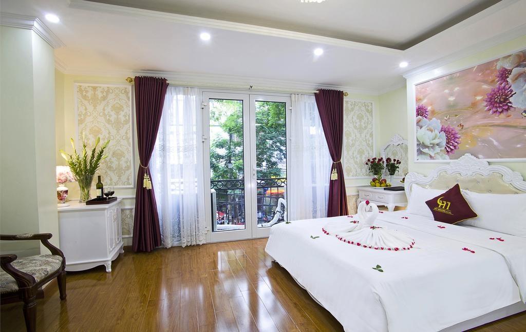 Belle chambre spacieuse et impeccable au My Moon Hotel à Hanoi.