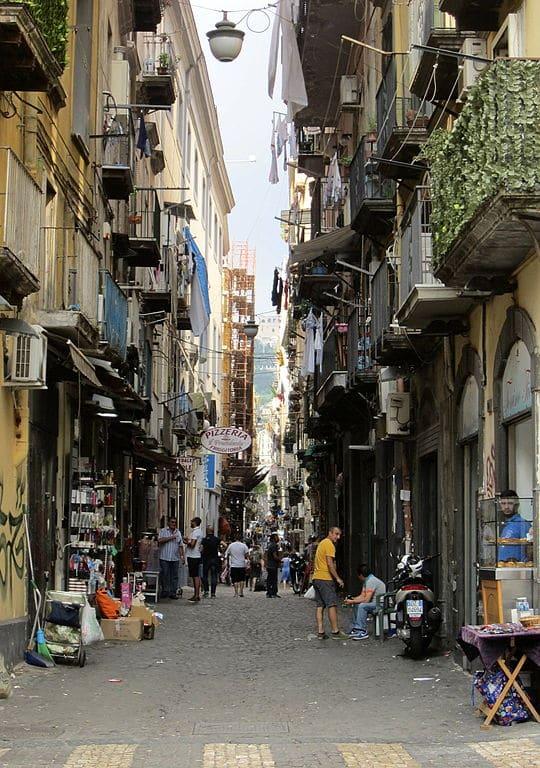 Dans le centre historique de Naples.