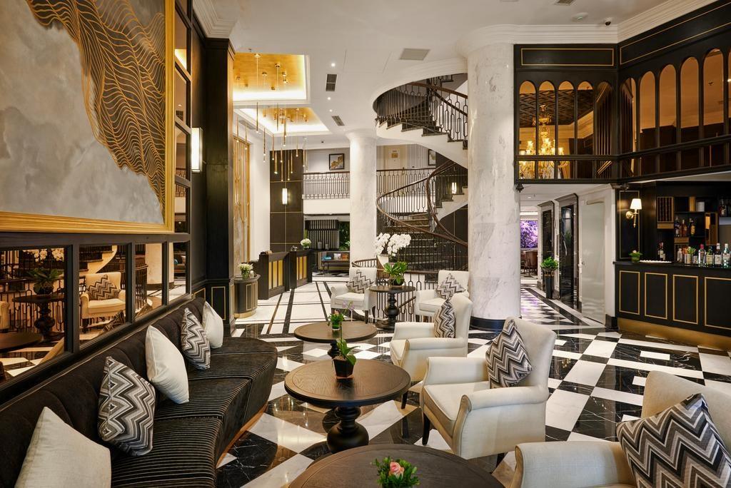 Lobby et bar du O'Gallery Majestic Hotel & Spa à Hanoi.