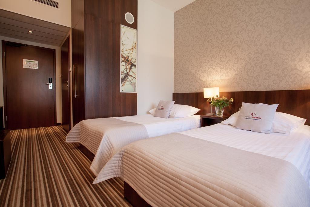 Chambre sobre et confortable du Park Hotel Diament à Wroclaw.