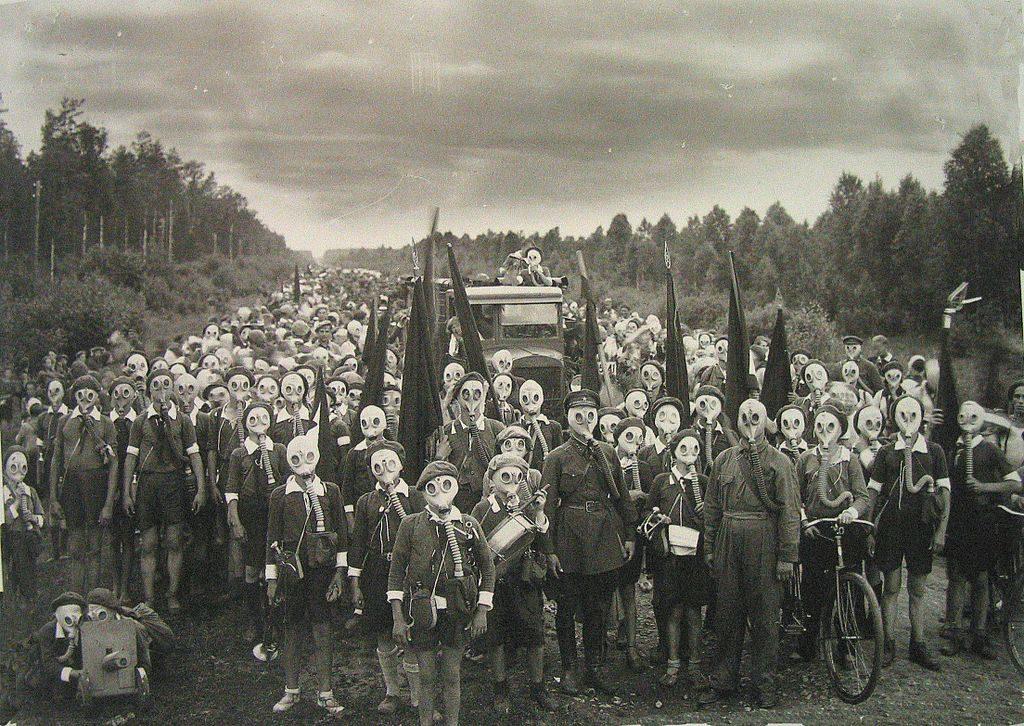 Pionniers de la défense civile à Leningrad en 1937 - Photo de Viktor Bulla.