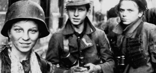 Polish_Boy_Scouts_fighting_in_the_Warsaw_Uprising.jpg