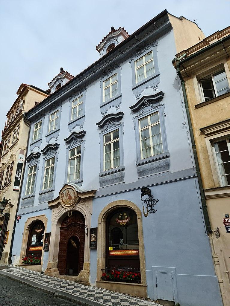 Accès au Chateau via la rue Nerudova dans le quartier Mala Strana à Prague - Photo de Ricardalovesmonuments