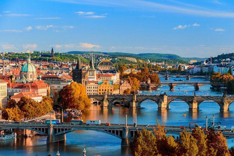 Quand venir à Prague en Tchéquie ? Climat et météo à 7 jours. Photo du Pont Charles par MurderousPass