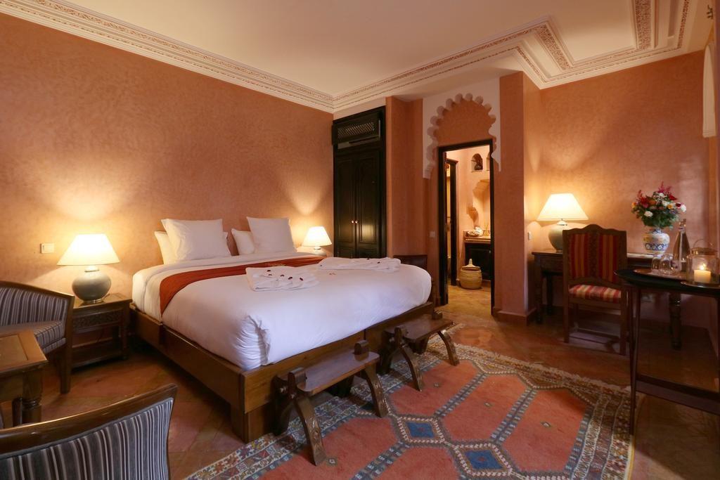 Chambre confortable de l'hôtel-riad Omara al Kasbah à Marrakech