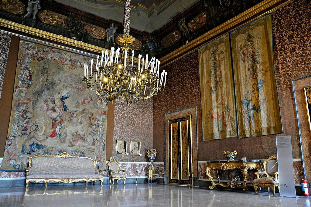 Palais Royal de Naples : Salle V (Palazzo Reale di Napoli) - Photo de Mentnafunangann