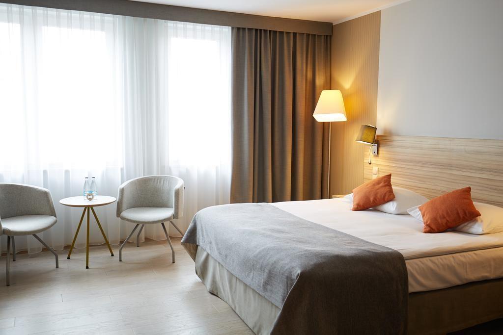 Minimaliste et design scandinave pour l'hôtel Scandic Wroclaw.