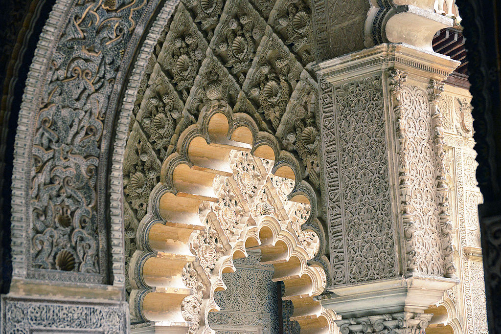 Détail architectural du Palais Alcazar de Séville – Photo de Harvey Barrison