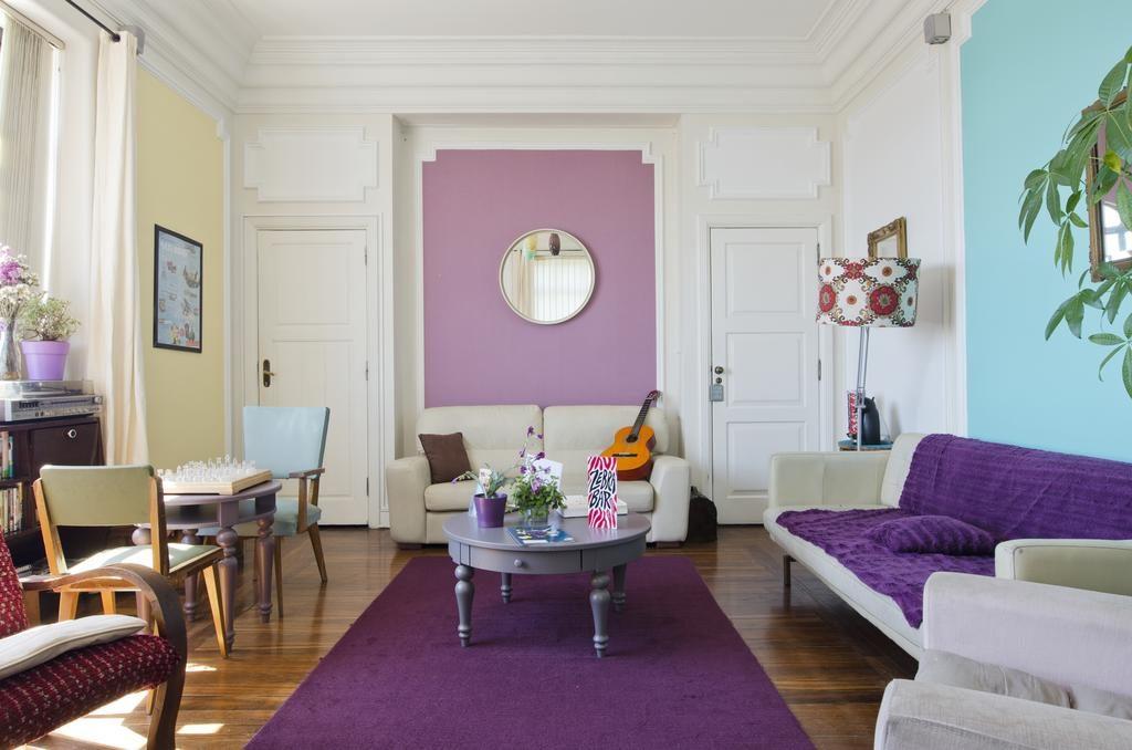 Décor insolite et coloré à l'auberge Sunset Destination Hostel à Lisbonne.