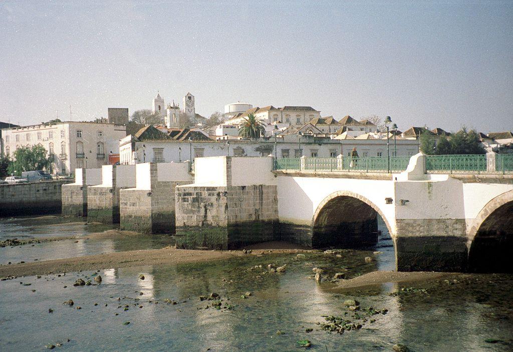 Pont romain de Tavira près de Faro - Photo de Dguendel