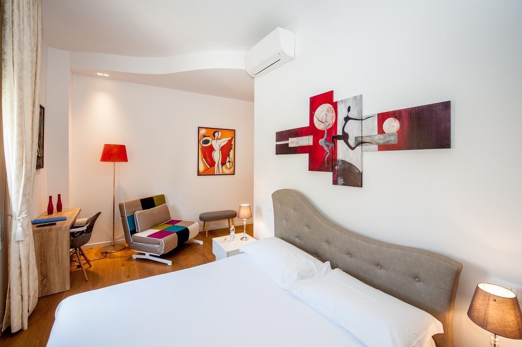 Hôtel Tempobiancosuites à Bologne : Mobilier design et coloré.