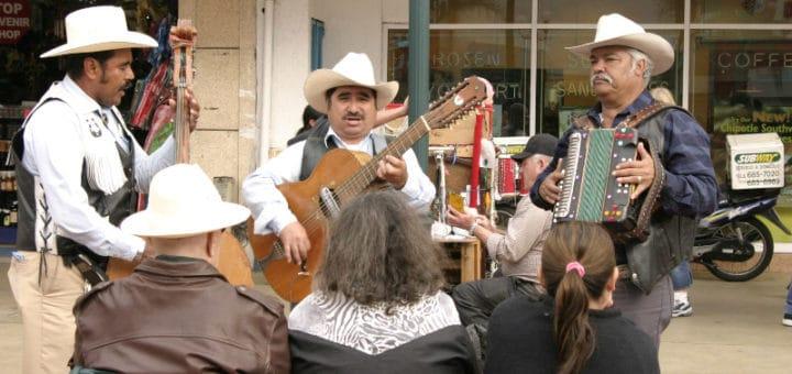 Tijuana-performers.jpg
