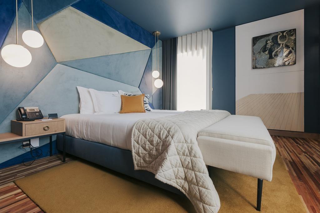 Chambre arty de l'hôtel Torel Avantgarde à Porto.